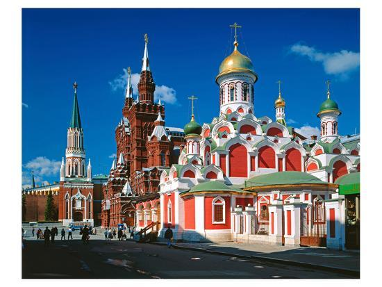 orthodox-church-with-state-historical-museum-and-kremlin-tower-on-red-square-moscow-russia
