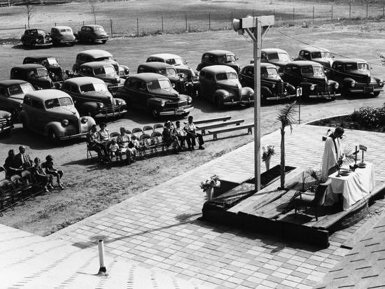 outdoor-church-service-with-cars-parked-behind-usa-1950s