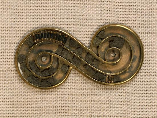 pakistan-harappa-silver-brooch-edged-in-gold-and-ornated-with-steatite-beads