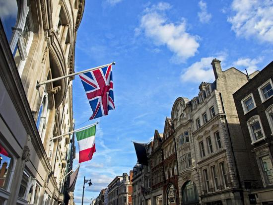 pamela-amedzro-upmarket-shopping-street-in-london-s-west-end-that-runs-north-south-between-oxford-street-england