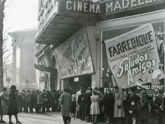 parisiennes-at-a-movie-theater-showing-the-disney-film-saludos-amigos-in-april-1947
