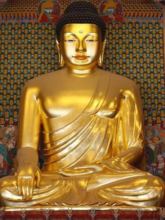 pascal-deloche-statue-of-sakyamuni-buddha-in-main-hall-of-jogyesa-temple