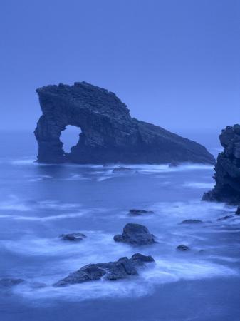 patrick-dieudonne-gaada-stack-a-natural-arch-45-m-high-old-red-sandstone-foula-shetland-islands-scotland-uk