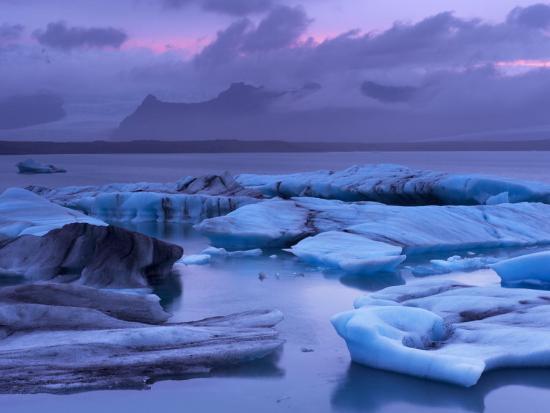 patrick-dieudonne-icebergs-in-jokulsarlon-glacial-lagoon-at-dusk