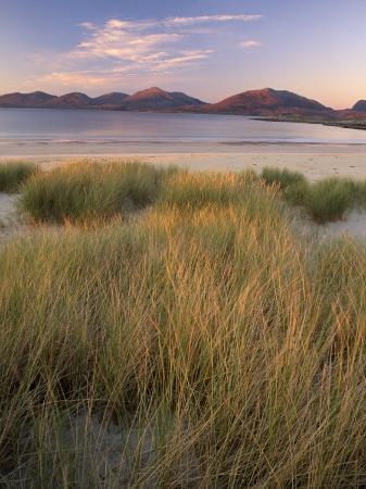 patrick-dieudonne-marram-grass-and-beach-near-luskentyre-towards-north-harris-forest-hills-south-harris-scotland