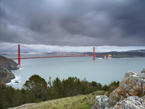 patrick-smith-a-large-storm-sweeping-into-san-francisco-bay-at-sunset-with-the-golden-gate-bridge