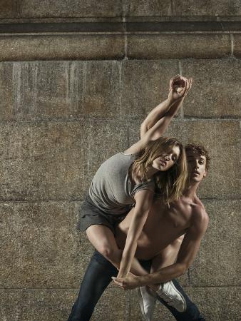 patrik-giardino-man-and-woman-dancing-together