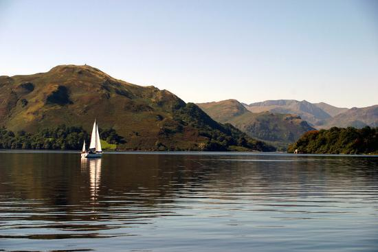 paul-banton-sailboat-on-ullswater-in-the-lake-district-in-cumbria-england