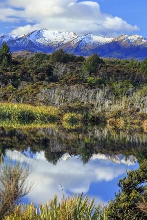 paul-dymond-lake-mistletoe-on-the-road-from-te-anau-to-milford-sound-south-island-new-zealand