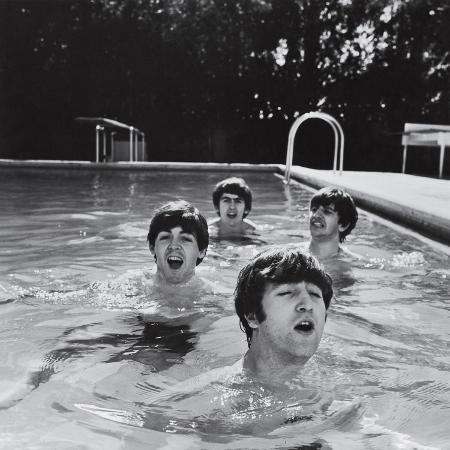 paul-mccartney-george-harrison-john-lennon-and-ringo-starr-taking-a-dip-in-a-swimming-pool