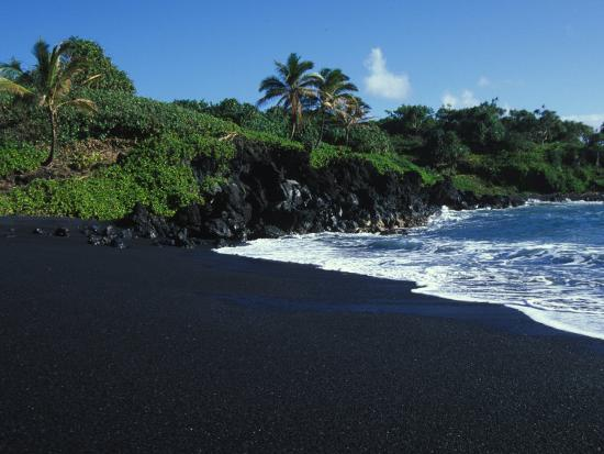 paul-nicklen-black-volcanic-sand-beach-on-hawaii-s-big-island