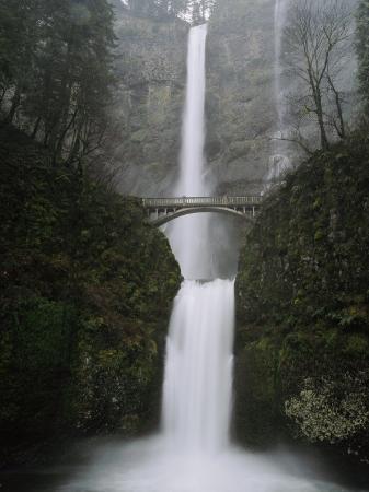 paul-nicklen-multnomah-falls-in-oregon