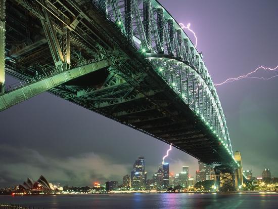 paul-souders-bridge-and-lightning-at-sydney-harbour