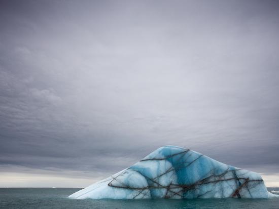 paul-souders-deep-blue-iceberg-near-brasvellbreen-glacier-on-nordaustlandet
