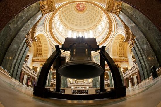 paul-souders-liberty-bell-replica-in-wisconsin-state-capitol