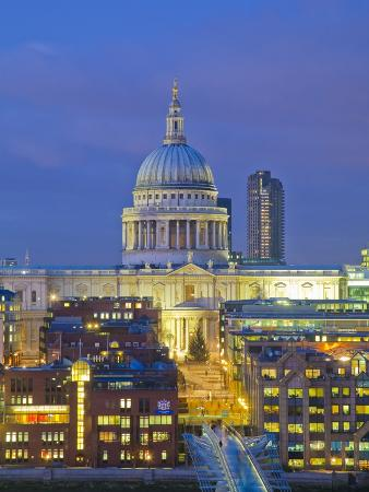 pawel-libera-st-paul-s-cathedral-at-night-london