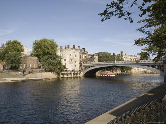 pearl-bucknall-river-ouse-with-lendal-bridge-and-lendal-tower-beyond-york-yorkshire-england
