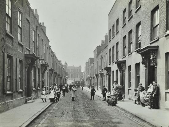 people-in-the-street-albury-street-deptford-london-1911