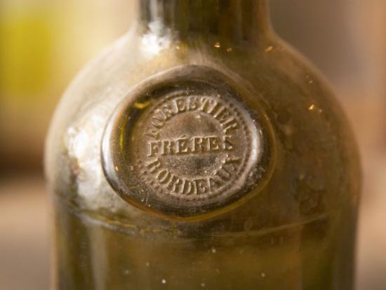 per-karlsson-antique-wine-bottle-with-molded-seal-chateau-belingard-bergerac-dordogne-france