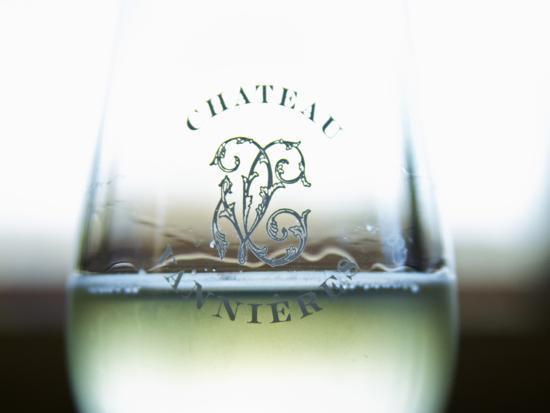 per-karlsson-glass-of-white-wine-chateau-vannieres-la-cadiere-d-azur-bandol-var-cote-d-azur-france