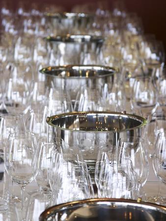 per-karlsson-table-set-with-wine-tasting-glasses-bodega-familia-schroeder-winery-neuquen-patagonia-argentina