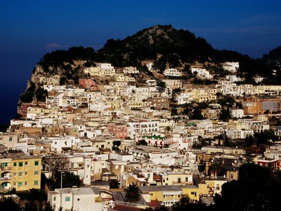 pershouse-craig-pastel-coloured-houses-on-island-capri-italy