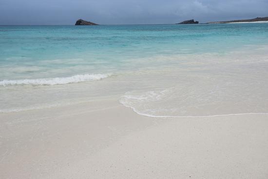 pete-oxford-gardner-bay-espanola-island-galapagos-islands-ecuador