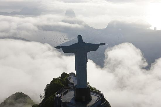 peter-adams-art-deco-statue-of-jesus-corcovado-mountain-rio-de-janeiro-brazil