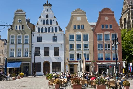 peter-adams-new-market-square-rostock-germany