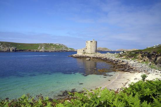 peter-barritt-cromwell-s-castle-in-summer-sunshine-isle-of-tresco-isles-of-scilly-united-kingdom-europe