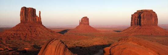 peter-barritt-panoramic-photo-of-the-mittens-at-dusk-monument-valley-navajo-tribal-park-utah-usa