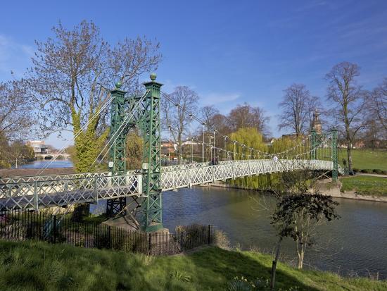 peter-barritt-pedestrian-suspension-bridge-over-river-severn-the-quarry-park-shrewsbury-shropshire