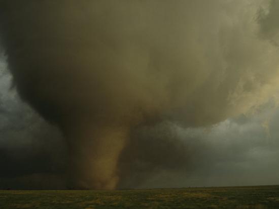 peter-carsten-an-f4-category-tornado-barrels-across-south-dakota-farmland