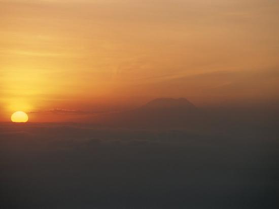 peter-carsten-sun-sets-over-mount-kilimanjaro-seen-from-ol-doinyo-lengai-volcano