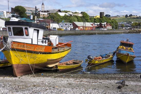 peter-groenendijk-tthe-fishing-harbour-of-ancud-island-of-chiloe-chile-south-america
