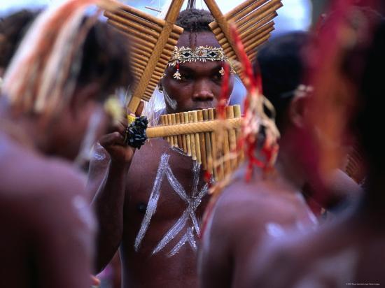 peter-hendrie-man-playing-panpipe-malaita-island-malaita-solomon-islands