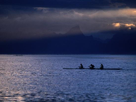 peter-hendrie-vaa-outrigger-canoe-travelling-french-polynesia