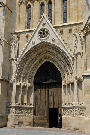 peter-richardson-entrance-to-cathedrale-saint-andre-bordeaux-unesco-site-gironde-aquitaine-france