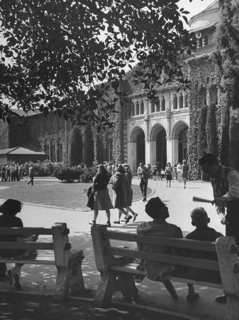 peter-stackpole-students-outside-los-angeles-city-college-waiting-to-go-to-class