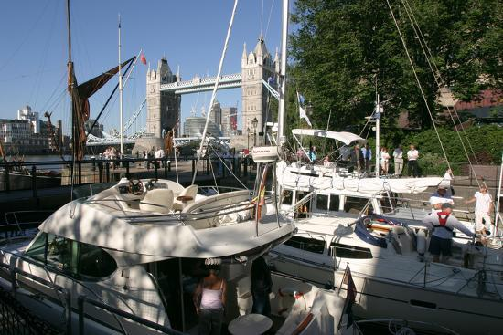 peter-thompson-boats-in-st-katherines-lock-london