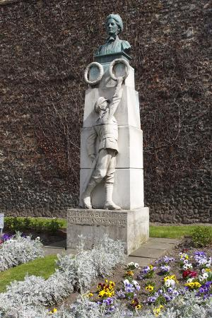 peter-thompson-edith-cavell-memorial-norwich-cathedral-norfolk-2010