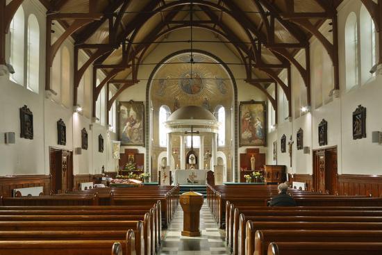 peter-thompson-interior-of-st-marys-catholic-church-belfast-northern-ireland-2010