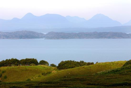 peter-thompson-view-of-the-torridon-hills-from-skye-highland-scotland