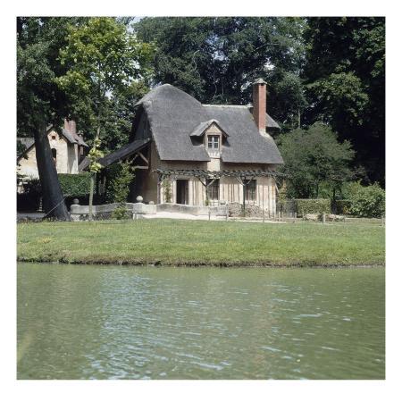 petit-trianon-hameau-de-la-reine-le-colombier-vue-sur-la-piece-d-eau-la-ferme
