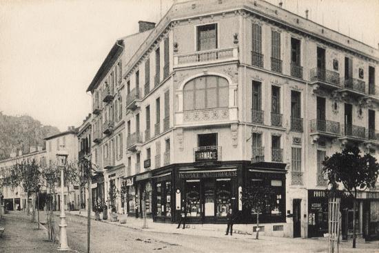 pharmacy-tobacconist-and-a-kodak-shop-beaulieu-sur-mer-1910