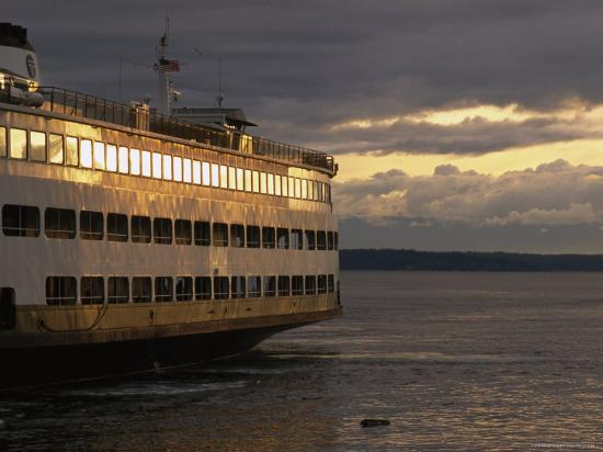 phil-schermeister-ferry-at-dock-in-early-morning-in-seattle-washington
