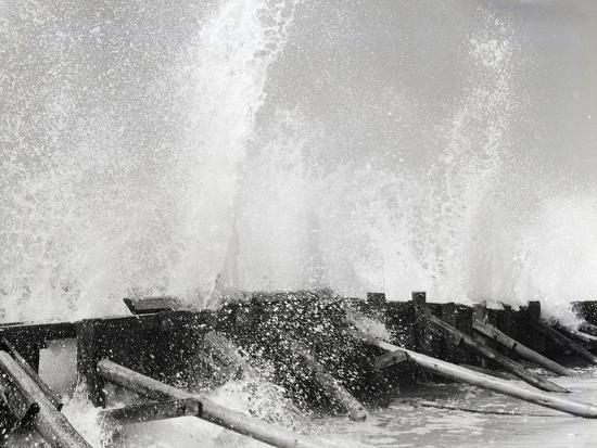 philip-gendreau-waves-dashing-against-breakwater