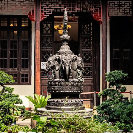 philippe-hugonnard-china-10mkm2-collection-detail-buddhist-temple-elephant-statue