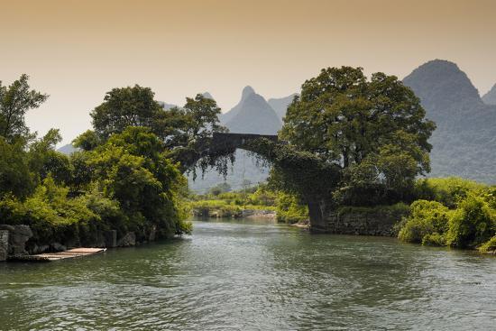 philippe-hugonnard-china-10mkm2-collection-guilin-yangshuo-bridge