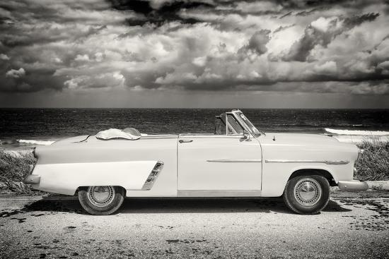 philippe-hugonnard-cuba-fuerte-collection-b-w-american-classic-car-on-the-beach-ii